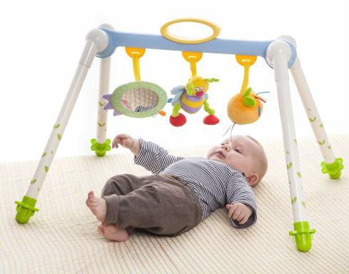 TAF Toys: Sammenleggbar Baby Gym
